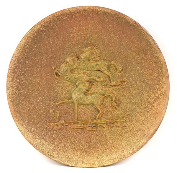 Mario Morelli - Piatto con tre cavalli a rilievo